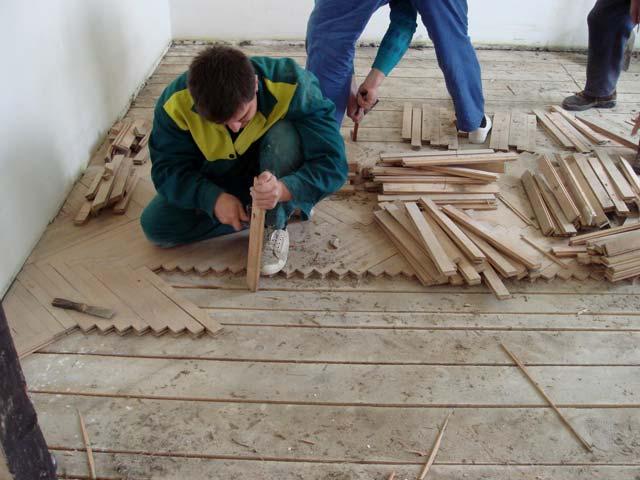 demontáž starej podlahy